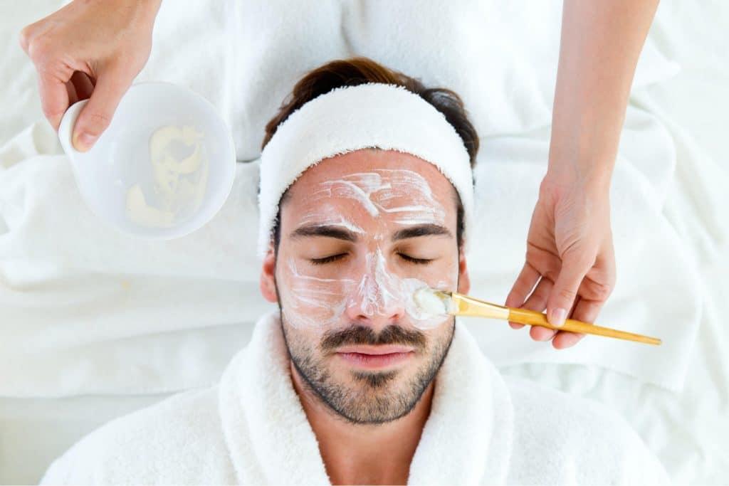Kosmetische Behandlung für Männer